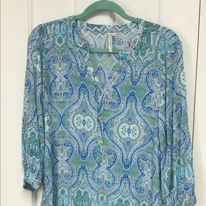 Gorgeous rayon blue paisley blouse size MED